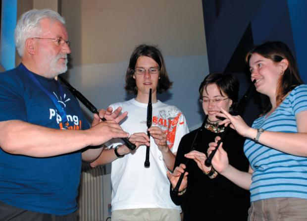 Barrhead News: Iain leading a 'Come and Try' session at Piping Live! in 2008
