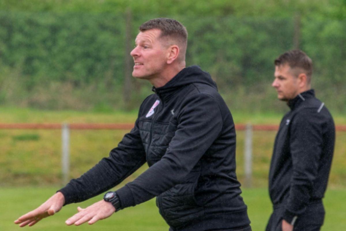 Neilston: Goals galore in Derby showdown