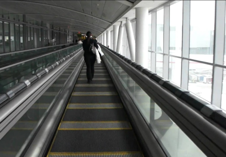 World's longest moving walkway a 'cut-price alternative' to tram-train Glasgow Airport link