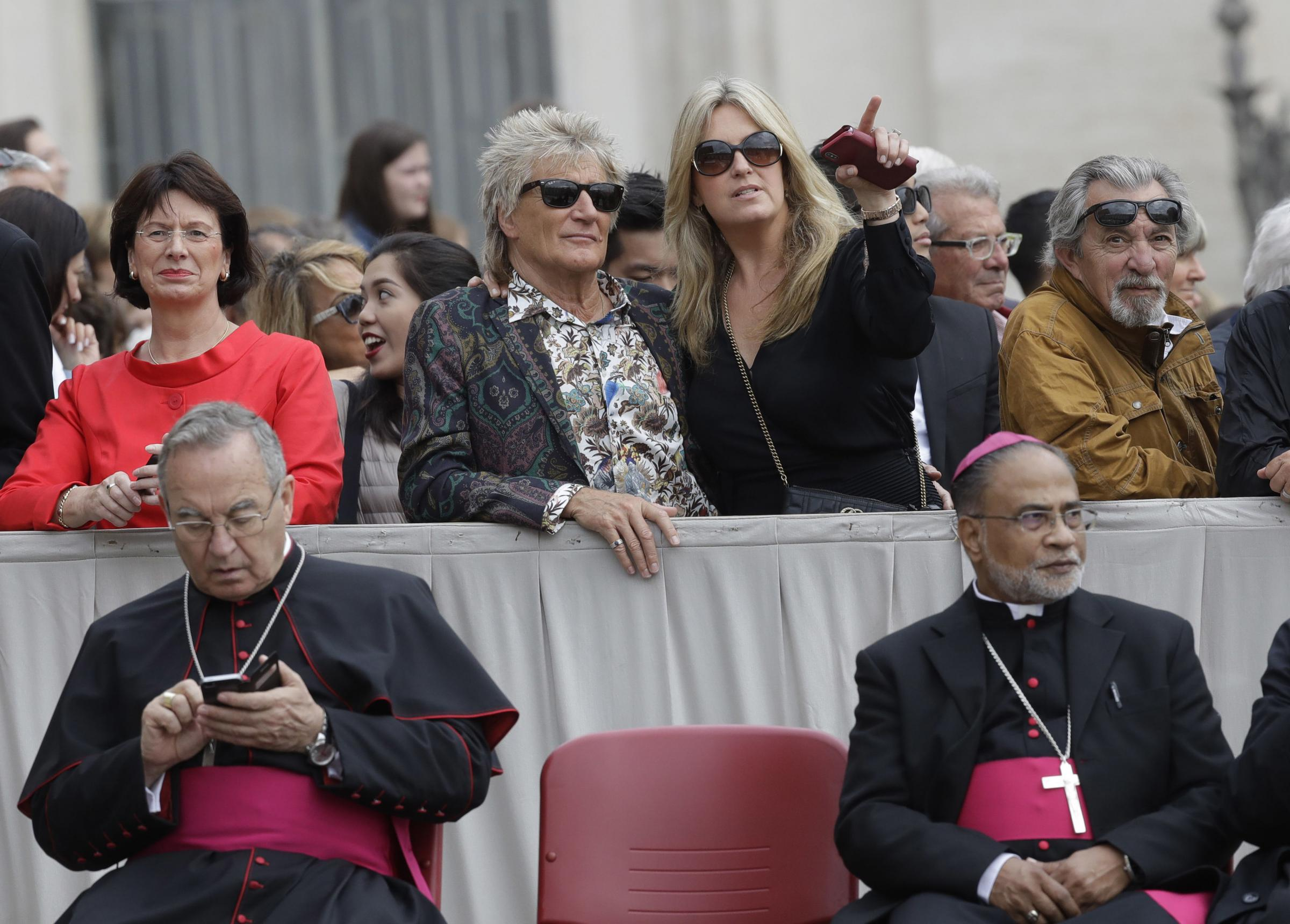 Celtic-daft rocker Rod Stewart waits to see Pope at Vatican with wife Penny