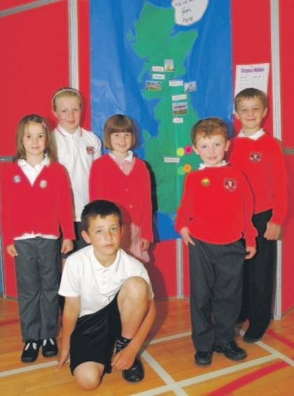 Pupils from Uplawmoor Primary