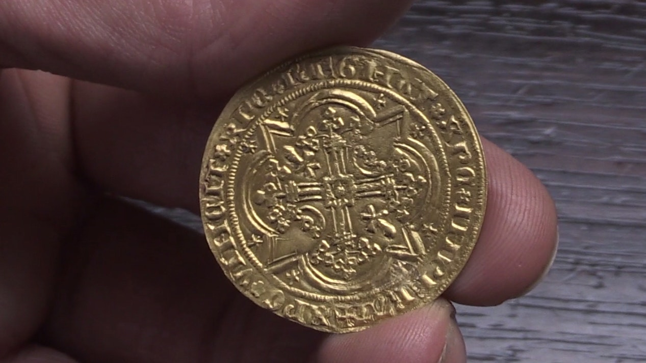 A 14th century gold coin found inside a wooden bureau is expected to fetch up to £3,000 at auctio