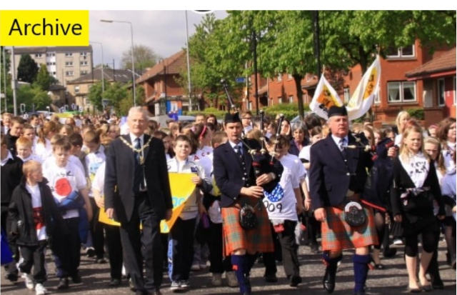 500 pupils from East Renfrewshire schools marched against sectarianism