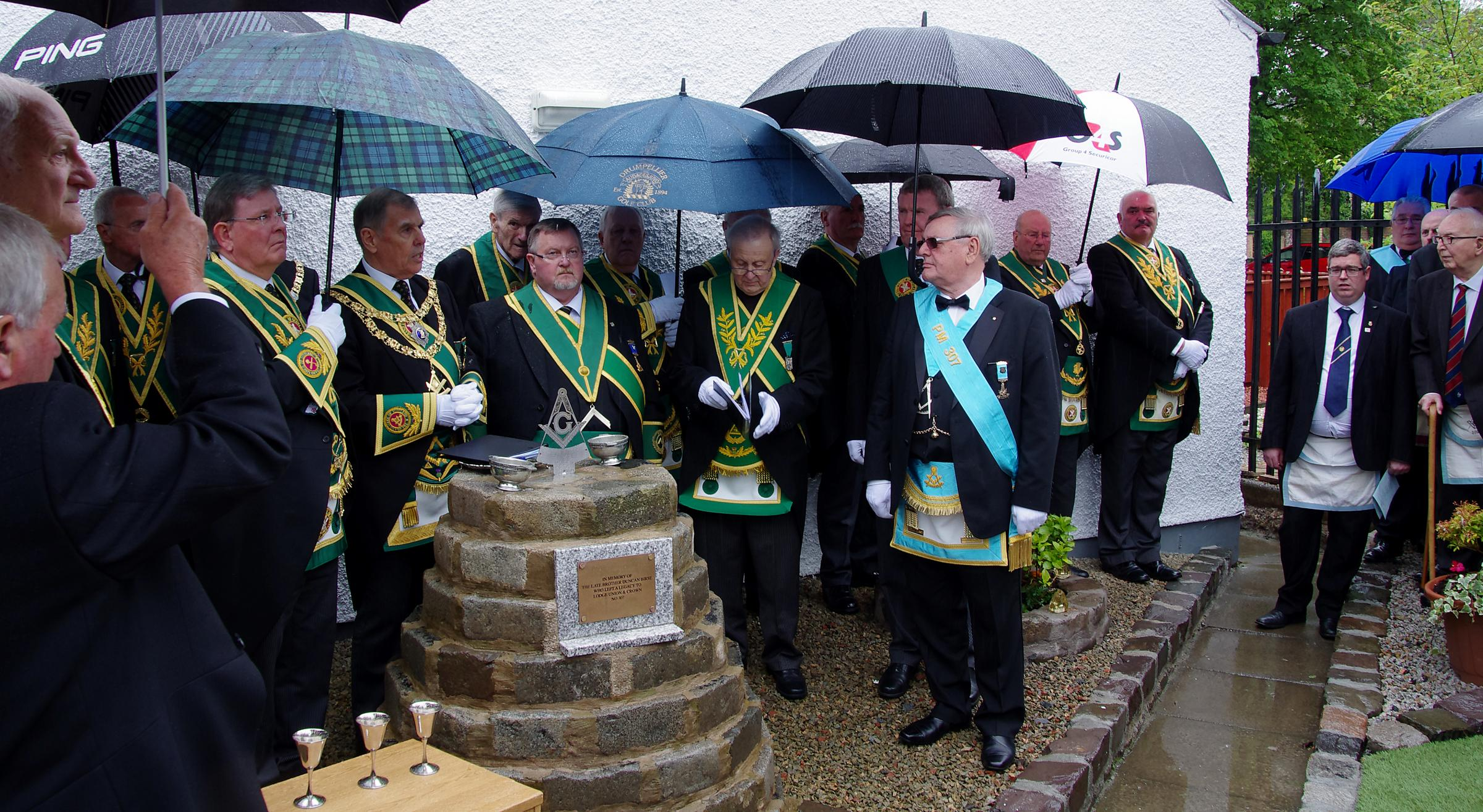 Cairn unveiled as lasting reminder of Barrhead man's generous ...